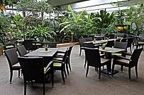 Innenterrasse des Café Tropencamp